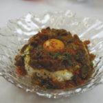 ASÍ SE HACE: Boletus salteado sobre cama de merengue de clara y yema de huevo