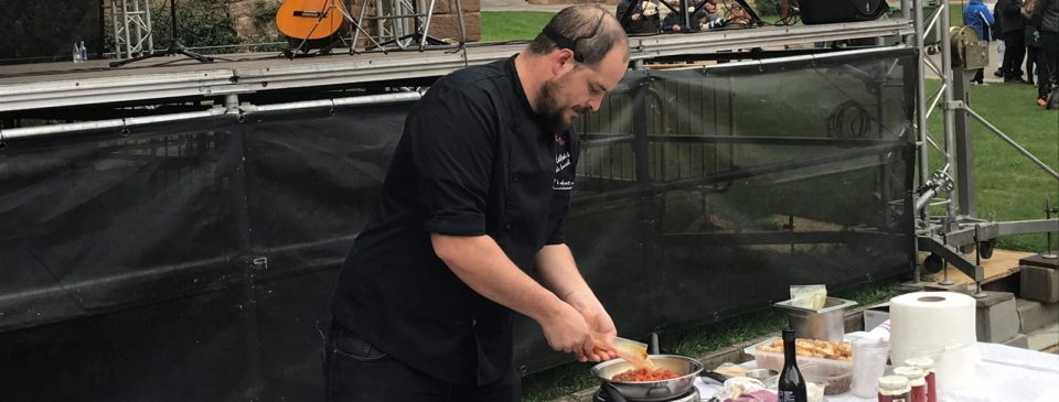 El chef del restaurante El Pasión por ti, Miguel Martínez-Losa, protagoniza un show cooking en Nájera con motivo del X Festival del Pimiento Najerano.